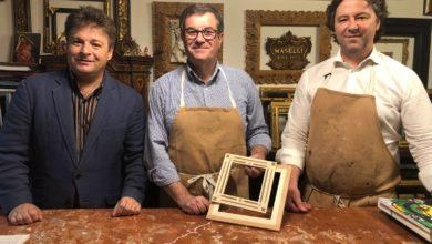 Photo of FIRENZE – Artigianato: l'assessore Giorgetti corniciaio per un giorno da Cornici Maselli