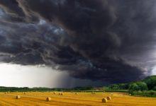 Photo of Piogge e temporali, codice giallo sulla Toscana