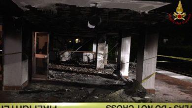 Photo of PISA – Incendio in centro, motorini in fiamme, palazzo evacuato
