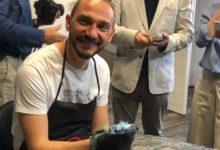 Photo of Il sindaco di Campi Bisenzio Emiliano Fossi tatuatore per un giorno