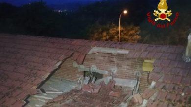 Photo of Crolla il tetto di un'abitazione in provincia di Arezzo, nessun ferito