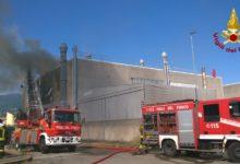 Photo of Stabilimento di produzione vernici in fiamme a Sesto Fiorentino