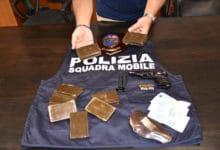 Photo of AREZZO – Arrestato spacciatore clandestino con 1kg di hashish ed una pistola rubata