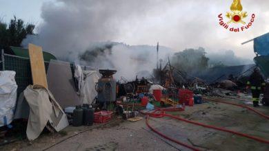Photo of LIVORNO – A fuoco rimesse nei pressi di Portoferraio, esplosioni ma nessun ferito