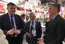 Photo of Il ministro Gian Marco Centinaio appassionato di Gallo Nero incontra il Presidente Giovanni Manetti
