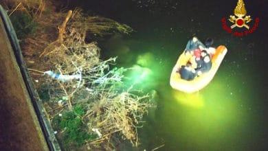 Photo of FIRENZE – Giovane straniero cade in Arno, recuperato dai Vigili del Fuoco