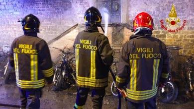 Photo of FIRENZE – Incendio nella notte in Via Mazzetta, distrutti 15 scooter e un automobile