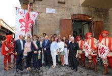 Photo of Intitolata piazzetta a Wanda e Salvatore Ferragamo.Tra Ponte Vecchio, via dei Bardi e via Guicciardini, nel cuore di Firenze