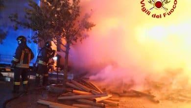 Photo of AREZZO – A fuoco autoarticolato nel parcheggio adiacente Outlet Village