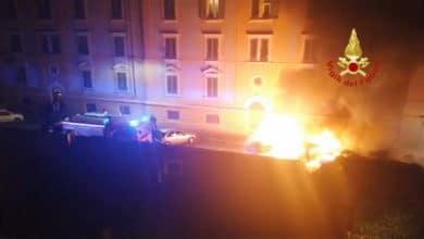 Photo of FIRENZE – Incendio nella notte in centro, a fuoco tre auto – VIDEO