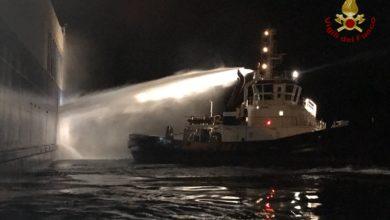 Photo of LIVORNO – Incendio su nave cargo, intervengono i sommozzatori dei Vigili del Fuoco