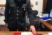 Photo of PESCIA – Carabinieri consegnano al proprietario borsello smarrito con oltre 14.000 euro