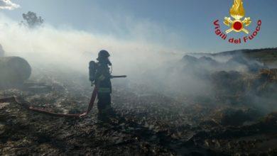 Photo of SCANSANO – A fuoco 150 rotoballe vicino azienda agricola, intervento dei Vigili del Fuoco