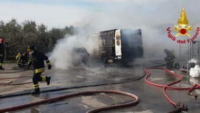 Photo of PIEVE A NIEVOLE – Incendio furgone in un parcheggio privato coinvolge altra auto