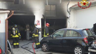Photo of LIVORNO – Carrozzeria in fiamme, sul posto due mezzi antincendio dei Vigili del Fuoco