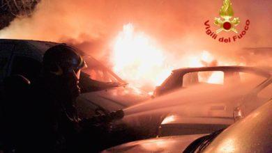 Photo of PRATO – Incendio nel piazzale di concessionaria, a fuoco 20 autovetture