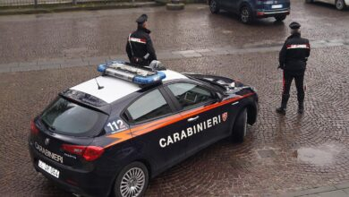 Photo of PRATO – I Carabinieri arrestano un pusher e segnalano 4 assuntori