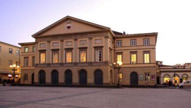 Photo of LUCCA –  Il Teatro del Giglio si illumina per ricordare la Strage di Viareggio
